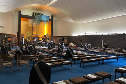 毎日の朝参詣の後、「新型コロナウィルス早期収束祈願口唱会」を教務の面々で勤めさせていただいております。
