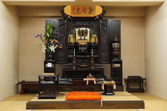 「匠の技」が詰まった御講室の御戒壇。その重さはなんと300kg!